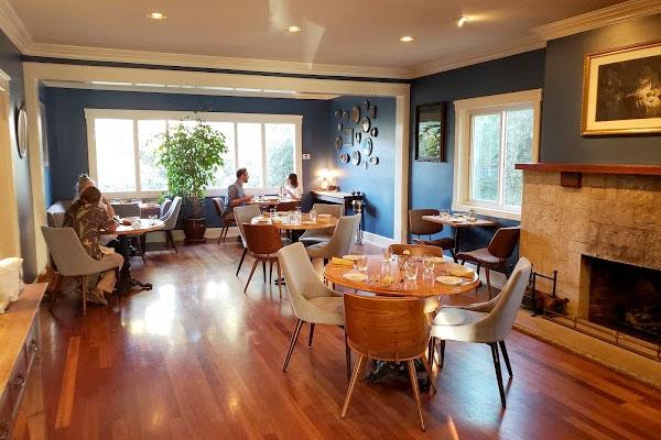 Nocciola restaurant near Su Nido Inn