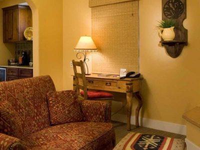 Su Nido Inn Heron Suite sitting area, Ojai Hotel